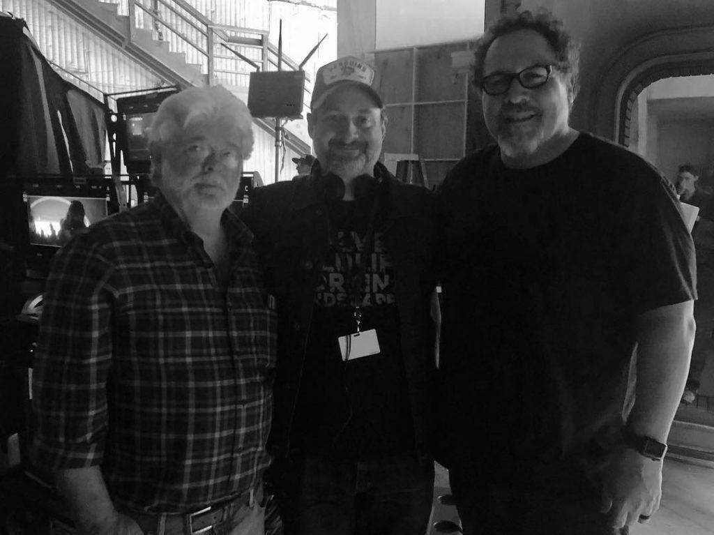 George Lucas, Dave Filoni und Jon Favreau am Set von The Mandalorian (Quelle: Jon Favreau/Facebook)